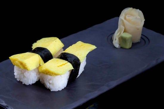 מנת ניגירי טמאגו (קרפ ביצה ממותק) במסעדת הסוהו