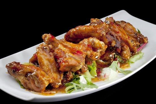 מנת כנפי עוף מוקפצות בצ'ילי במסעדת הסוהו