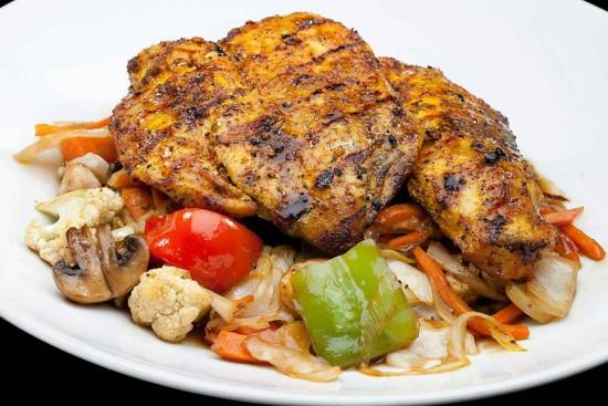 מנת חזה עוף בתבלינים בנוסח תאילנדי במסעדת הסוהו