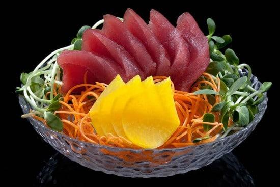 מנת סשימי טונה (6 פרוסות) במסעדת הסוהו