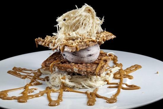 מנת פרמידת קרם עוגיות במסעדת הסוהו